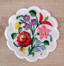 Paprikás csokros 15 cm kézzel hímzett terítő