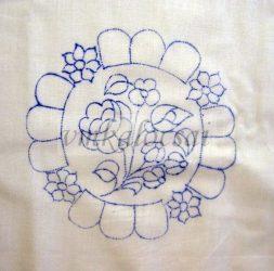 Szélén rózsaszín virágokkal előrajzolt alátét (DRT151519)