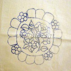 Szélén kéknefelejcsekkel előrajzolt alátét (DRT151521)