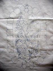 Két riseliős virággal előrajzolt kalocsai terítő (DRT422610)