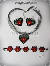 Szív alakú piros tulipános kollekció fekete alapon